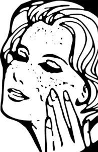 visage d'une femme qui se nettoie la peau